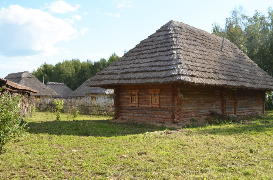 Южноукраинская хата на украинском хуторе в ЭТНОМИРе